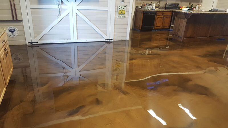 Metallic epoxy flooring is not only aesthetically pleasing, but also has many other advantages over floor paint and DIY kits, which are notoriously difficult to prepare and install.